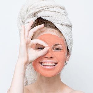 Deeply Cleanses Pores